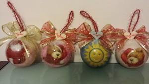 Palle medie , cinconferenza cm 30, decorazioni decoupage a tocagliolo, con cuoricino in pasta di mais 4x8€